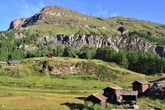 Vista della traccia turistica vicino al Cervino nelle alpi svizzere Fotografie Stock Libere da Diritti