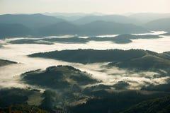 Vista della valle dalla catena montuosa Borzhava Karpaty Fotografia Stock