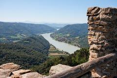 Vista della valle del Danubio dal castello medioevale Fotografia Stock Libera da Diritti