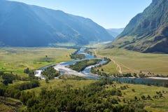 Vista della valle del fiume Chulyshman di Altai Immagine Stock