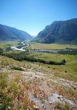 Vista della valle del fiume Chulyshman di Altai dal pendio della m. Fotografia Stock Libera da Diritti