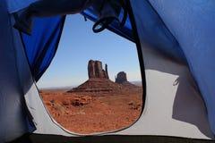 Vista della valle del monumento dalla tenda Fotografia Stock