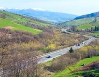 Vista della valle del paese della montagna della sorgente Immagine Stock Libera da Diritti