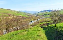 Vista della valle del paese della montagna della sorgente Immagini Stock