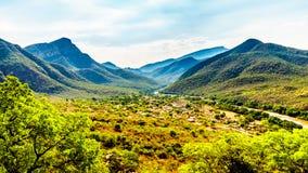 Vista della valle dell'elefante con il villaggio di Twenyane lungo il fiume di Olifant Fotografie Stock