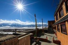 Vista della valle dell'Himalaya dal monastero di Thiksey in Leh immagini stock libere da diritti