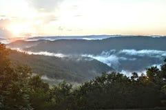 Vista della valle delle montagne fotografia stock libera da diritti