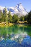 Vista della Valle di Aosta del lago blu Immagine Stock Libera da Diritti