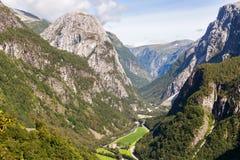 Vista della valle di Naeroydalen da Staleheim, Norvegia fotografia stock