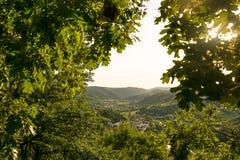 Vista della valle e del villaggio Fotografie Stock