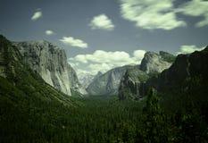 Vista della valle in parco nazionale di Yosemite fotografia stock libera da diritti