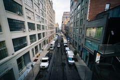 Vista della ventiseiesima via dall'alta linea in Chelsea, Manhattan, Ne Fotografia Stock Libera da Diritti