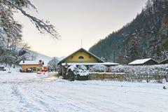 Vista della via alla miniera di sale dell'inverno Bex in Svizzera Immagine Stock