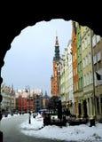 Vista della via centrale in città di Danzica nell'orario invernale Immagine Stock Libera da Diritti