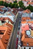Vista della via in Ceske Budejovice, repubblica Ceca fotografia stock