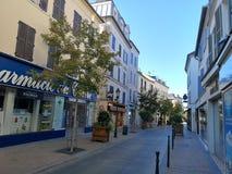 Vista della via della città di Rueil Malmaison Fotografie Stock Libere da Diritti
