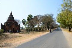 Vista della via a Città Vecchia, Bagan Fotografia Stock Libera da Diritti