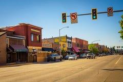 Vista della via con i depositi ed i ristoranti in Kalispell, Montana Fotografia Stock