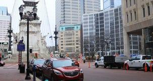 Vista della via del cerchio del monumento a Indianapolis, Indiana 4K archivi video