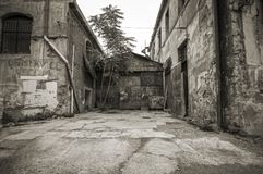 Vista della via del ghetto del centro urbano Fotografie Stock Libere da Diritti
