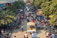 Vista della via del mercato di Zegyo a Mandalay Fotografie Stock Libere da Diritti