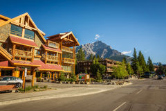 Vista della via del viale famoso di Banff in Banff, Alberta Fotografie Stock