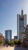 Vista della via della città di Francoforte Fotografia Stock