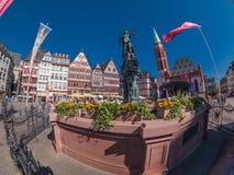 Vista della via della città di Francoforte Immagini Stock
