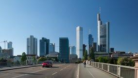 Vista della via della città di Francoforte Immagini Stock Libere da Diritti