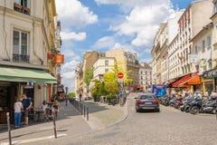Vista della via della città di Parigi immagini stock libere da diritti