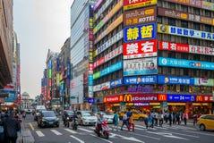 Vista della via della città di Taipei vicino alla stazione principale di Taipei fotografie stock