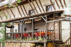 Vista della via di architettura tradizionale di Melnik, Bulgaria fotografie stock libere da diritti