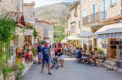 Vista della via di Gourdon, Francia del sud Fotografie Stock