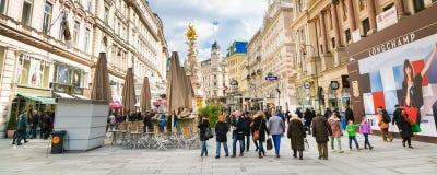 Vista della via di Graben e colonna di peste a Vienna Immagine Stock
