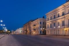 Vista della via di Helsinki alla notte Fotografie Stock Libere da Diritti