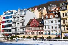 Vista della via di Karlovy Vary nella Repubblica famosa di Czekh della città della stazione termale Fotografia Stock Libera da Diritti