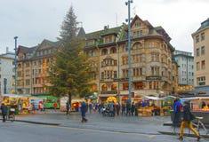 Vista della via di Marktplatz nella vecchia città di Basilea immagine stock libera da diritti