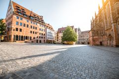 Vista della via di mattina nella vecchia città di Nurnberg, Germania immagine stock