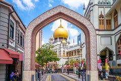Vista della via di Singapore con il sultano di Masjid fotografia stock
