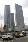 Vista della via di Tel Aviv con le costruzioni del centro di Azrieli Immagini Stock Libere da Diritti