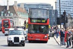 Vista della via di traffico a Londra fotografia stock