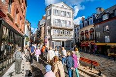 Vista della via nella vecchia città di Honfleur, Francia fotografia stock libera da diritti