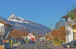 Vista della via sulle alpi nella città di cattivo Ragaz Immagine Stock
