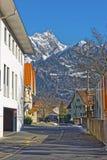 Vista della via sulle alpi nella città di cattivo Ragaz Fotografia Stock Libera da Diritti