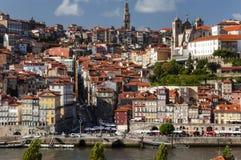 Vista della vicinanza di Ribeira e del fiume del Duero nella città di Oporto, Portogallo Immagine Stock