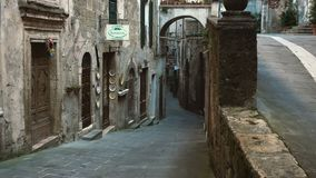 Vista della viuzza al Sorano, Italia video d archivio