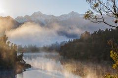 Vista delle alpi del sud dal lago Matheson nel primo mattino MI Fotografia Stock Libera da Diritti