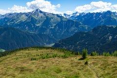 Vista delle alpi di estate dall'alta strada alpina di Zillertal, Austria, Tirolo Immagini Stock
