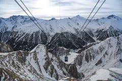 Vista delle alpi in Svizzera Escursione del percorso nelle alpi di Julian Picchi di montagna in Immagine Stock