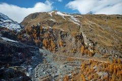 Vista delle alpi svizzere, cantone di autunno del Valais, Svizzera Fotografia Stock
